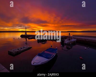 Fischer vor Sonnenuntergang Landschaft im kleinen Hafen in Dubrovnik in Kroatien glorreichen Himmel ruhige atmosphärische seawall Ribarsko selo Haludovo Kvarner