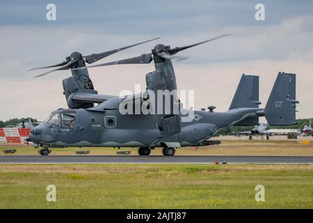 Die United States Air Force Bell Boeing CV-22B Osprey Anzeigen an der Royal International Air Tattoo, RAF Fairford, England am 21. Juli 2019. - Stockfoto
