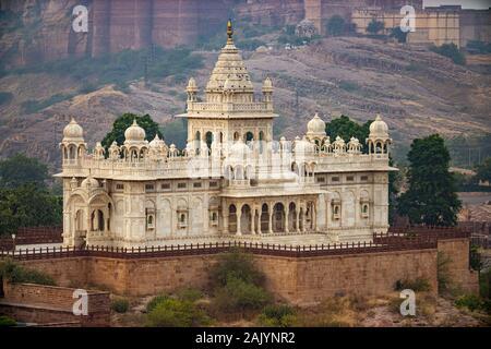 Jaswant Thada ist ein kenotaph in Jodhpur befindet, im indischen Bundesstaat Rajasthan. Jaisalmer Fort, ist in der Stadt Jaisalmer, im Indischen s - Stockfoto