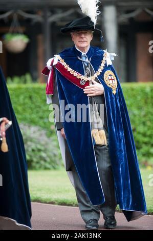 Der ehemalige Premierminister John Major melden sie Mitglieder der Königlichen Familie an den edlen Auftrag des Strumpfband Zeremonie an die St Georges Kapelle, Windsor im Jahr 2010. - Stockfoto