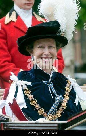 Prinzessin Anne die Princess Royal andere Mitglieder der Königlichen Familie verbindet die Teilnahme an den edlen Auftrag des Strumpfband Zeremonie an die St Georges Kapelle, Windsor im Jahr 2010. - Stockfoto