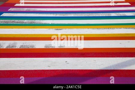 Nahaufnahme auf die Textur des Regenbogens bemalt Crosswalk