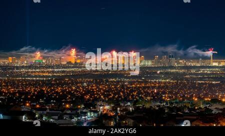 Las Vegas, Jan 1: Nacht Feuerwerk der Vorabend des neuen Jahres am Jan 1, 2020 in Las Vegas, Nevada - Stockfoto