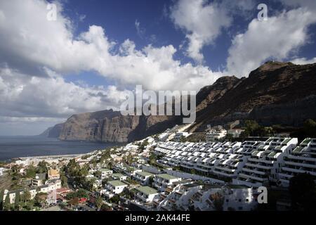 Blick in Los Gigantes, Teneriffa, Spanien | Verwendung weltweit - Stockfoto