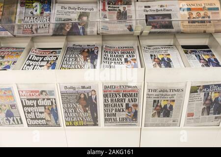 """Vereinigtes Königreich, 09. Januar 2020. Britische Zeitung Schlagzeilen reagiert auf die Nachricht, dass der Herzog und die Herzogin von Sussex sind zu """"Schritt zurück als älterer Mitglieder der königlichen Familie'. Kredit städtische Images-News/Alamy. - Stockfoto"""