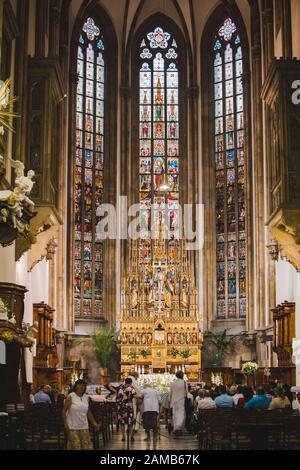 Brünn, Tschechien - 16. Juni 2019: Glasfenster in der brünner Domkirche - Stockfoto