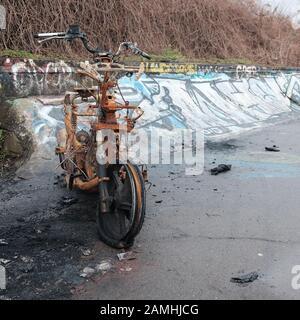 Januar 2020 - Roller In Bristol auf einem Fahrweg Ausgebrannt - Stockfoto