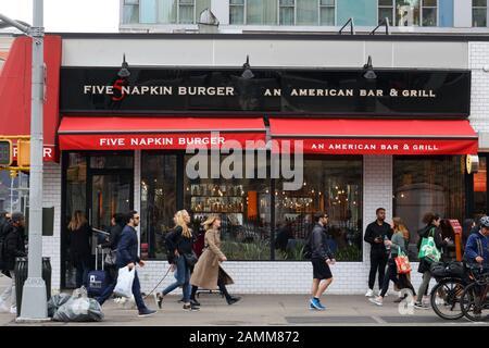 5 Serviette Burger, 150 E. 14 St, New York, NY. aussen Storefront eines Restaurants im East Village Viertel von Manhattan. - Stockfoto