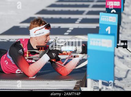 Les Rousses, Frankreich. Januar 2020. Vegard Thon aus Norwegen schießt beim 7,5 km langen Biathlon-Sprint der Männer bei den 3. Olympischen Winter-Olympischen Spielen in Les Tuffes Nordic Centre in Les Rousses, Frankreich, 14. Januar 2020. Kredit: Yang Shiyao/Xinhua/Alamy Live News - Stockfoto