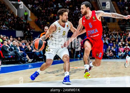 Moskau, Russland. Januar 2020. #8 Nicolas Laprovittola von Real Madrid im Einsatz gegen CSKA Moskau während der regulären Saison 2019/2020 Turkish Airlines Euroleague Runde 19 in der Megasport Arena.(Endstand: CSKA Moskau 60 - 55 Real Madrid) Credit: Sopa Images Limited/Alamy Live News - Stockfoto