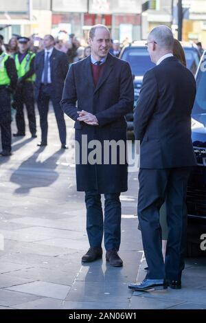 Der Herzog Cambridge bei einem Besuch in der City Hall in Bradford, um sich einer Gruppe junger Leute aus der ganzen Gemeinschaft anzuschließen, um von dem Leben in der Stadt zu hören. - Stockfoto
