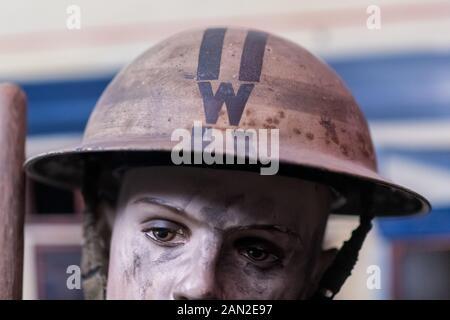 York, Großbritannien - 28 Juli 2019: Eine verbündete Chief warden Helm auf Anzeige von Weltkrieg 2 Ära von Großbritannien, UK. - Stockfoto