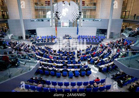 16. Januar 2020, Berlin: Die Delegierten nehmen an der 140. Sitzung des Bundestages. Das wichtigste Thema der Sitzung ist die Abstimmung über die neuen Organspende regeln. Foto: Kay Nietfeld/dpa - Stockfoto