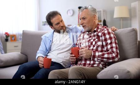 Vater und Sohn Kaffee zusammen, die Erinnerung an schöne Momente, Familie - Stockfoto