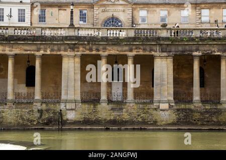 Badewanne, Großbritannien - 10 April, 2019. Badewanne Markt auf dem Fluss Avon. Bath, England, UK, 10. April 2019 - Stockfoto