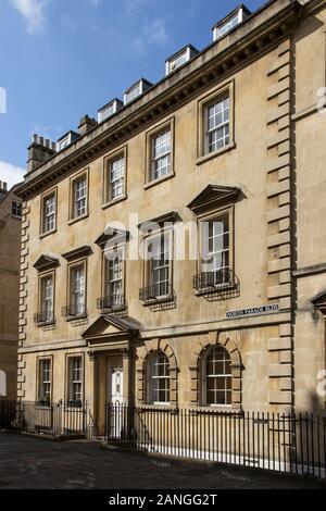 Badewanne, Großbritannien - 10 April, 2019. Straßen von Bad mit georgianischer Architektur. Bath, England, UK, 10. April 2019 - Stockfoto