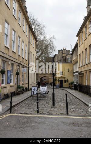 Badewanne, Großbritannien - 10 April, 2019. Torbogen über den Straßen von Bath. Bath, England, UK, 10. April 2019 - Stockfoto