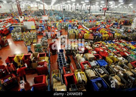 Die Royal Mail sorting Office in Gatwick Umgang mit 6 Millionen Briefen pro Tag während der Woche vor Weihnachten im Jahr 2008.