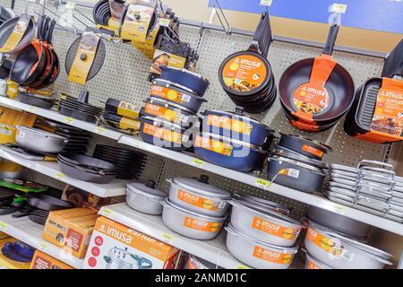 Miami Florida Wal-Mart Walmart Einkaufen für den Verkauf Einzelhandel anzeigen Töpfe, Pfannen - Stockfoto