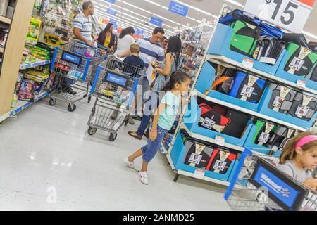 Miami Florida Wal-Mart Walmart einkaufen hispanischen Familie - Stockfoto