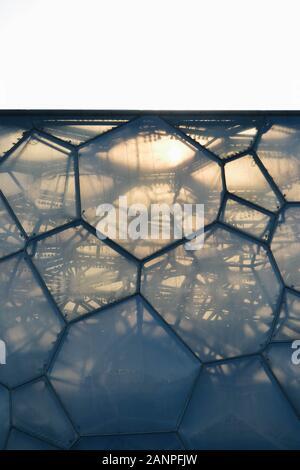 Peking/China - 05 30 2013: Nahaufnahme der Haut der Pekinger National Aquatics Center oder Water Cube - Stockfoto