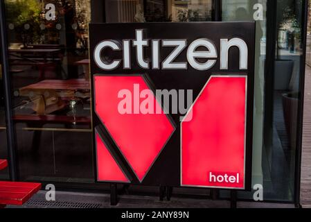 London, Großbritannien - Jan 16, 2020: Das ist das Zeichen für den Bürger Hotel am Tower Hill in London. - Stockfoto