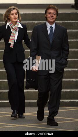 Sir Paul McCartney Verlassen der High Court in London am zweiten Tag seiner Scheidung Anhörung von Frau Heather Mills im Jahr 2008. - Stockfoto