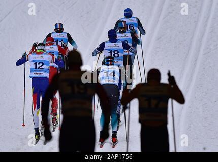 Skifahrer konkurriert während der Männer 15 km im klassischen Stil innerhalb der FIS Langlauf Weltcup in Nové Město na Moravě, Tschechien, am 19. Januar 2020. (CTK Photo/Libor Plihal) - Stockfoto