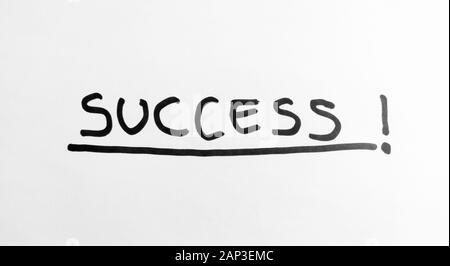 Hand Wörter - Erfolg - mit schwarzem Marker auf weißem Papier - Stockfoto