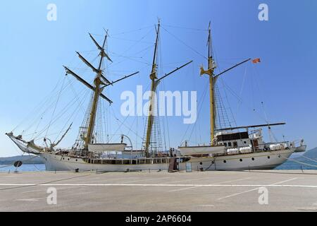 Hohes Schiff Jadran im Dock in Tivat Montenegro - Stockfoto