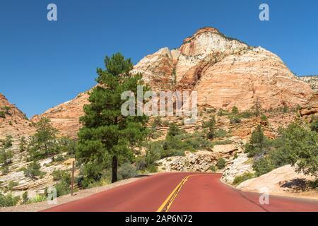 Blick auf den Bryce Canyon mit farbenfrohen Felsen, Himmel und Blick - Stockfoto