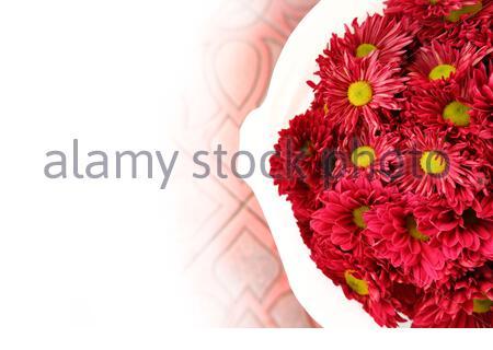 Blumenstrauß mit frischen Gerbera-Blumen. Jahreszeit der Frühlings-, Herbst- oder Sommerzeit, Liebe, Valentinstag, Dating, Feiern jeglicher Art von Liebe - Stockfoto