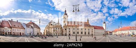 Hauptstadtplatz (Piata Stute) in Sibiu, Siebenbürgen, Rumänien, Panorama - Stockfoto