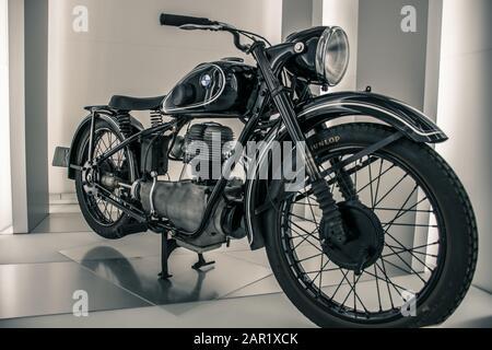 München/Deutschland - 24. Mai 2019: 1949 BMW R 24 Motorrad im BMW Museum/BMW Welt - Stockfoto
