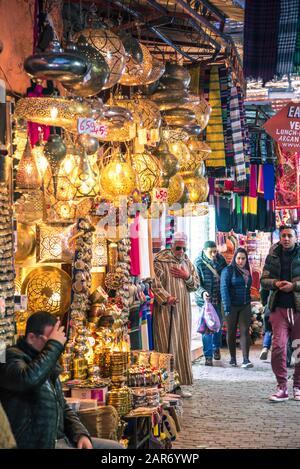 Marokkanischer Markt (Souk) in der Altstadt von Marrakesch, Marokko - Stockfoto