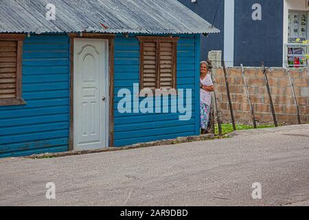 Alte Dominikanische Dame auf der Straße - Stockfoto