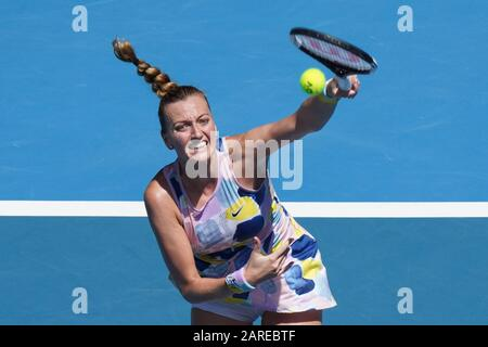 Melbourne, Australien. Januar 2020. Seed ASHLEIGH BARTY (aus) im Einsatz gegen die 7. Seed PETRA KVITOVA (CZE) in der Rod Laver Arena in einem Dameneinzel Viertelfinale am 9. Tag der Australian Open 2020 in Melbourne, Australien. Sydney Low/Cal Sport Media. Barty gewann 76 62. Kredit: CSM/Alamy Live News - Stockfoto