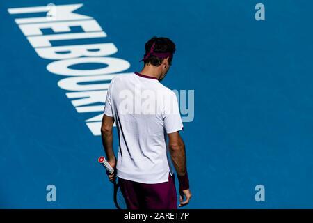 Melbourne, Australien. Januar 2020. Roger Federer aus der Schweiz ist während seines vierten Vorrundenspiels beim Tennisturnier 2020 Australian Open Grand Slam in Melbourne, Australien im Einsatz. Credit: Frank Molter/Alamy Live News - Stockfoto