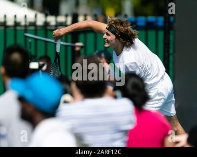 Melbourne, Australien. Januar 2020. Tennis: Grand Slam, Australian Open. Alexander Zverev trainiert seinen Schaufelschlag. Credit: Frank Molter / dpa / Alamy Live News - Stockfoto