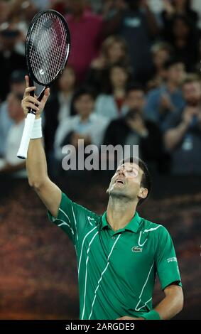 Melbourne, Australien. Januar 2020. Novak Djokovic aus Serbien feiert nach dem Viertelfinalspiel im Herreneinzel gegen Milos Raonic aus Kanada bei der Tennismeisterschaft der Australian Open in Melbourne, Australien am 28. Januar 2020. Kredit: Bai Xuefei/Xinhua/Alamy Live News - Stockfoto