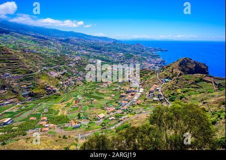Wunderschöne Berglandschaft rund um Funchal, Hochland der Insel Madeira, Portugal - Stockfoto