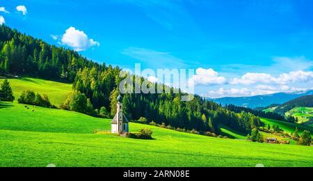 San Giovanni oder St. Johann in Ranui Kapelle, Villnösser Tal, Dolomiten Alpen. Trentino Alto Adige Sud Tirol, Italien, Europa - Stockfoto