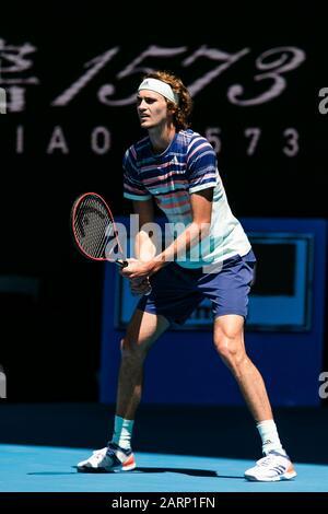 Melbourne, Australien. Januar 2020. Alexander Zverev aus Deutschland ist während seines Viertelfinalspiels beim Tennisturnier 2020 Australian Open Grand Slam in Melbourne, Australien im Einsatz. Frank Molter/Alamy Live News - Stockfoto