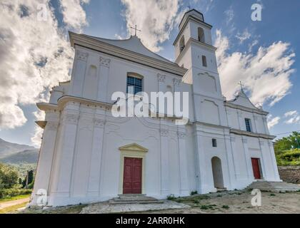 San Giovanni Evangelista Kirche, 16. Jahrhundert, in Hanglage Dorf Santo-Pietro-di-Tenda, Nebbio Region, Departement Haute-Corse, Korsika, Frankreich - Stockfoto