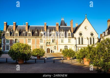 Das Schloss von Blois. Dieser alte Königspalast befindet sich im Loiretal in der Stadt Blois, Frankreich. - Stockfoto