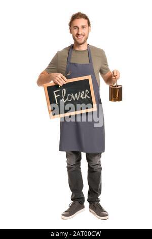 Porträt des männlichen Blumenhändlers, der ein schwarzes Brett mit einer WORTBLUME auf weißem Hintergrund hält - Stockfoto