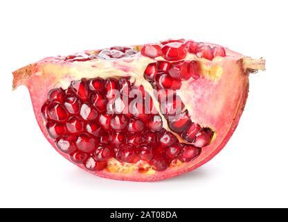 Reif schmackhafter Granatapfel isoliert auf Weiß - Stockfoto