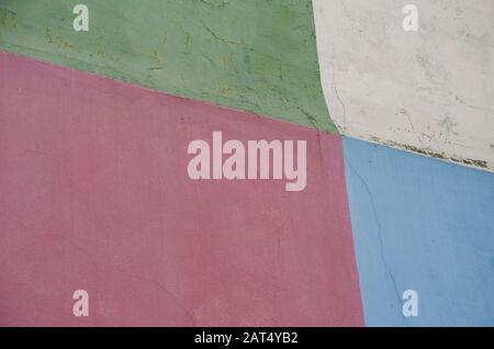 Bemalte Wand aus vier Farben, grün, cremefarben, rot und blau, in Caminito, La Boca, Buenos Aires, Argentinien - Stockfoto