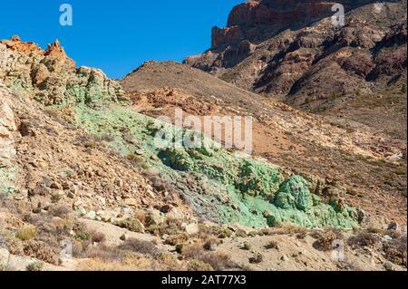 Grüne Felsen im Teide-Nationalpark auf der Kanareninsel Tenera. - Stockfoto