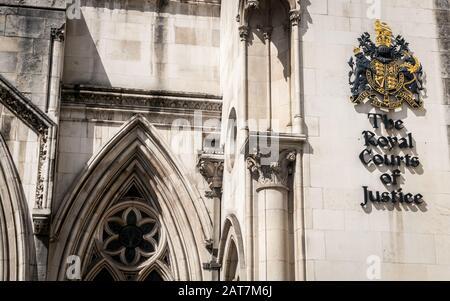 The Royal Courts of Justice, London. Das Gebäude ist auch als Gerichtsgebäude bekannt und beherbergt das Obergericht und das Berufungsgericht. - Stockfoto